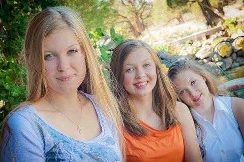 3 Teen Girls