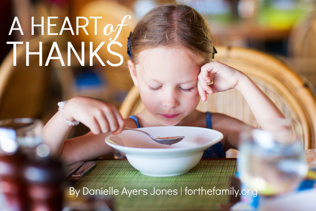 Are you naturally content? Thankful ? Its the season of thanksgiving and many of us wonder how we can help our kids to find contentment and cultivate a thankful heart in a world that always begs for more. Start with these simple habits!